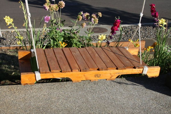28 wonderful garden outdoor pallet projects page 2 of for How to make a pallet porch swing